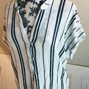 H&M short sleeve white and navy blouse